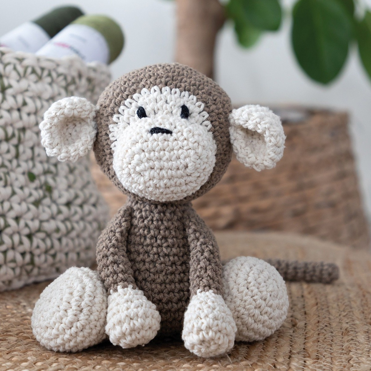 Monkey arigurumi crochet kit